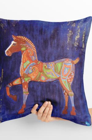 coussin 40x40 peinture cheval de troie by carole courtoux